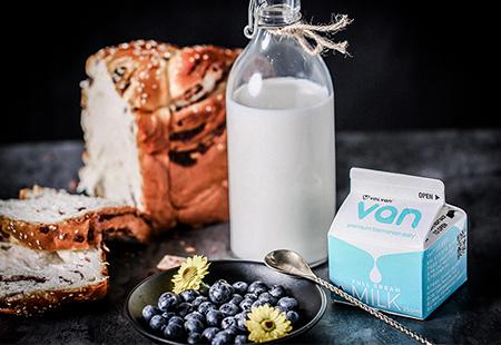 牛奶面包摄影