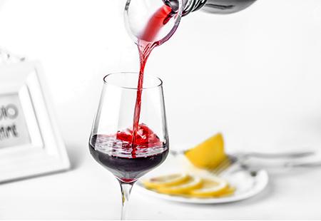 在进行红酒拍摄时,如何能够刺激消费者的购买欲